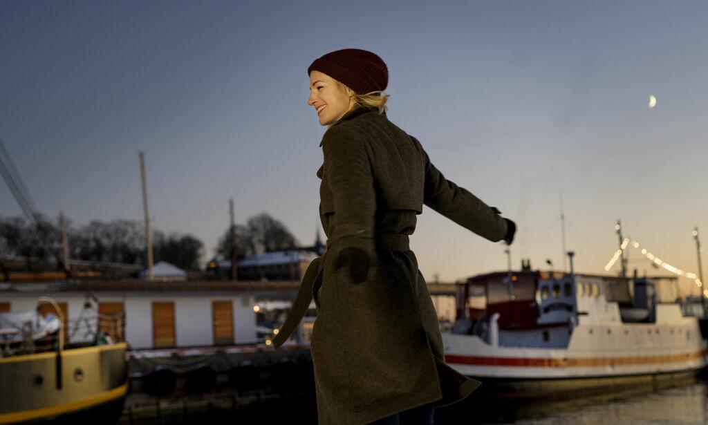 FRIHET I HVERDAGEN: Selv om hun pendler mellom Bergen og Oslo, mener Guri Solberg (42) at programlederjobben gir henne mye tid med familien. - Jeg har mye frihet, sier hun. Foto: Anita Arntzen