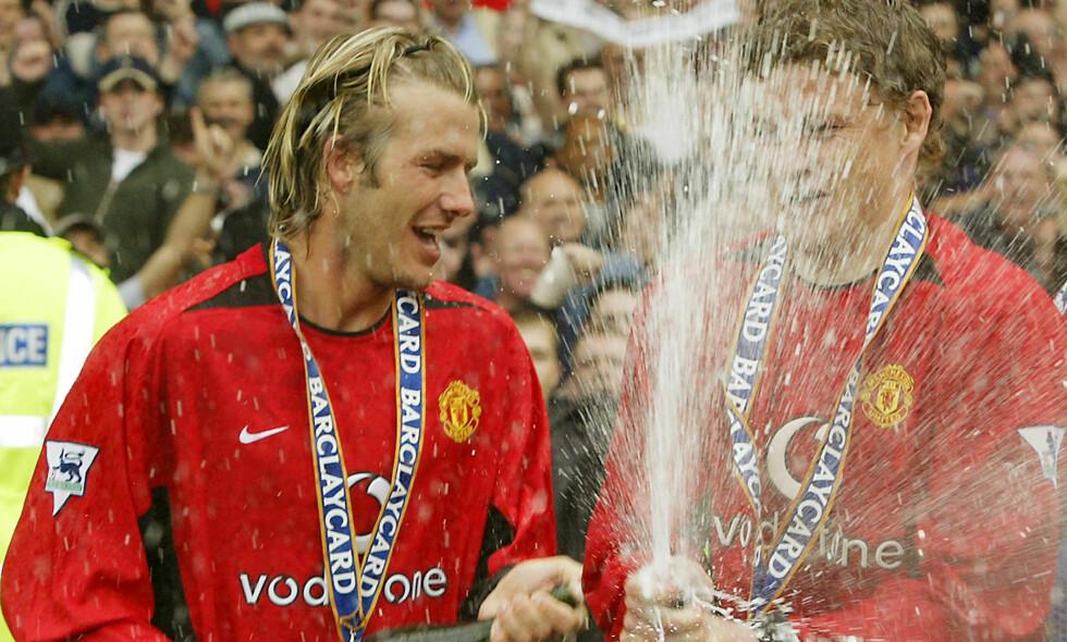 NÆRT VENNSKAP: David Beckham og Ole Gunnar Solskjær fikk et nært vennskap da de begge spilte i Manchester United. Nå sender Beckham sine lykkeønskninger til nordmannen. Her sammen i 2003. Foto: NTB Scanpix