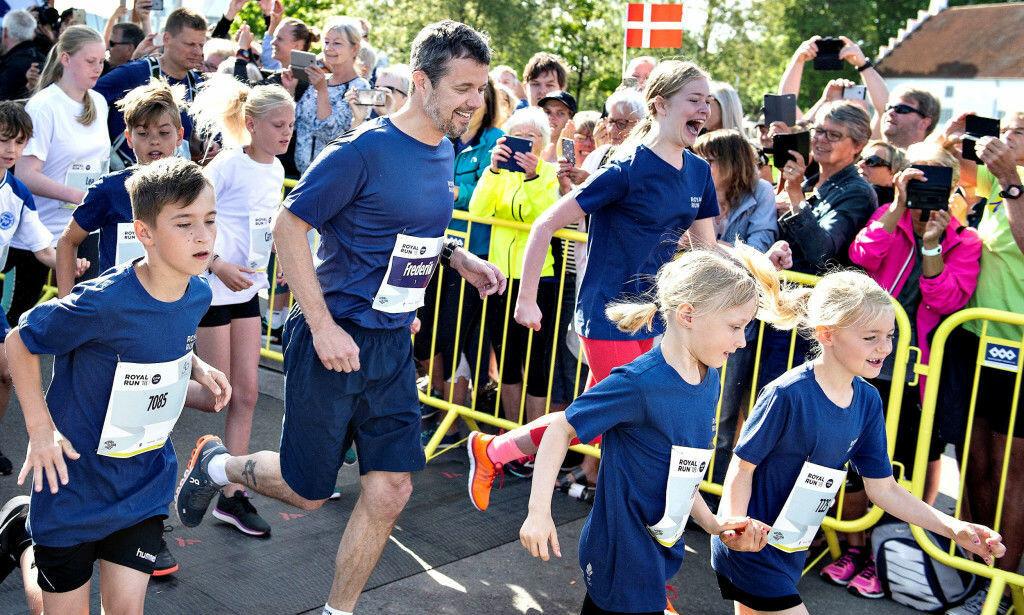 «ROYAL RUN»: I mai feiret kronprinsen bursdagen sin med flere festløp rundt om i Danmark, til tross for at han hadde vondt i ryggen. Foto: NTB Scanpix