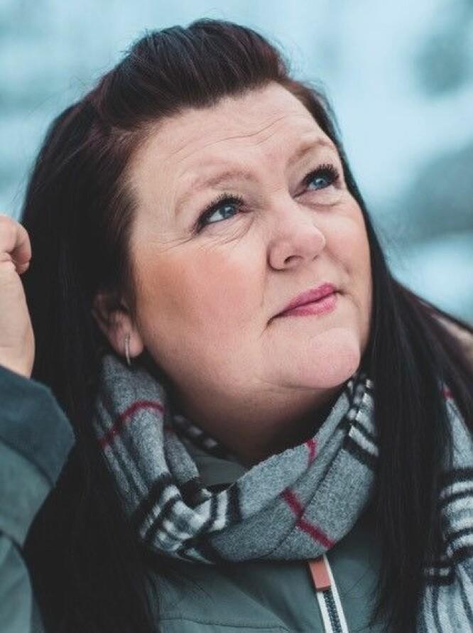 <strong>MALER:</strong> Da Bente Linn oppdaget at hun kunne male, fant hun en helt ny mening i hverdagen. FOTO: Astrid Waller