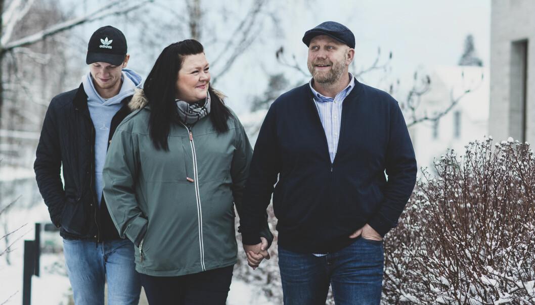 <strong>SAMMENSVEISET:</strong> Vi er en åpen familie, forteller Bente Linn. Det har hjulpet å kunne snakke sammen. Men hun savner et nettverk for både pasienter og pårørende.