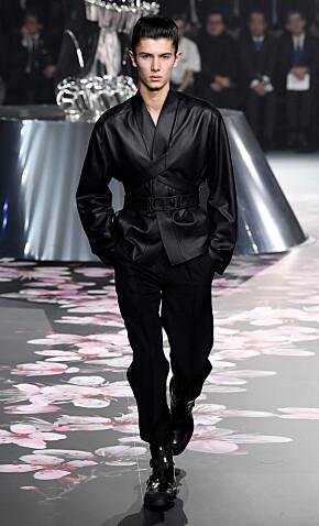 FAVORITT: I slutten av november gikk prinsen for Dior i Tokyo. Foto: NTB scanpix