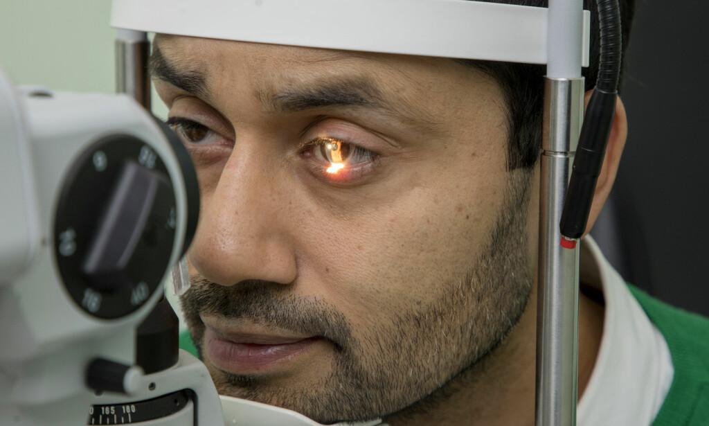 ØYEPROBLEMER: Noman Mubashir har i flere år slitt med synet, og var i en periode redd for at han kanskje kunne bli blind. Foto: Morten Bendiksen