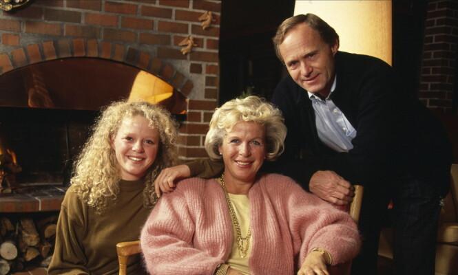 ENKE: Bare 55 år gammel ble Grete Roede enke. Her sammen med ektemannen Nils og deres datter Jeanette, to år før han gikk bort. Foto: Tor Kvello / Se og Hør
