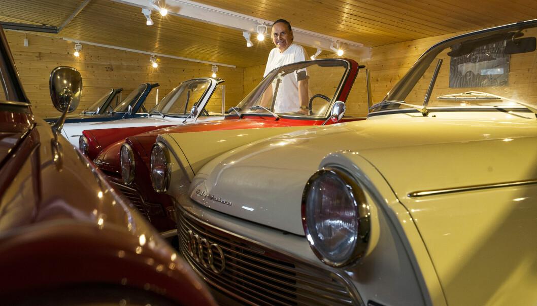 <strong>DEN ENESTE ENE:</strong> Kun én F12 roadster ble solgt ny i Norge. Den hvite bilen står i Kalseths garasje. - I dag har jeg 20 DKWer. 12-13 av dem er på skilter, sier tannlege Sverre Kalseth (73). Foto Paal Kvamme