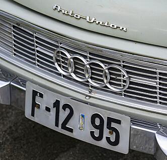<strong>FORVIRRENDE:</strong> Bilen er en DKW, men på panseret står det Auto Union og den har Audi-ringer i grillen. Foto: Paal Kvamme