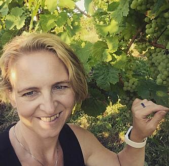 VINENTUSIAST: Heidi Jaksland Kvernmo driver vinbloggen Iglasset.no. FOTO: Privat