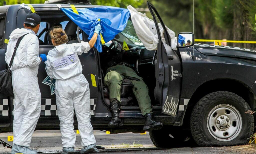 SEKS DØDE: Tidligere denne måneden ble seks politimenn skutt og drept i delstaten Jalisco der CJNG har sitt utspring. El Mencho og hans menn antas å stå bak. Foto: AFP / Ulises Ruiz / NTB Scanpix