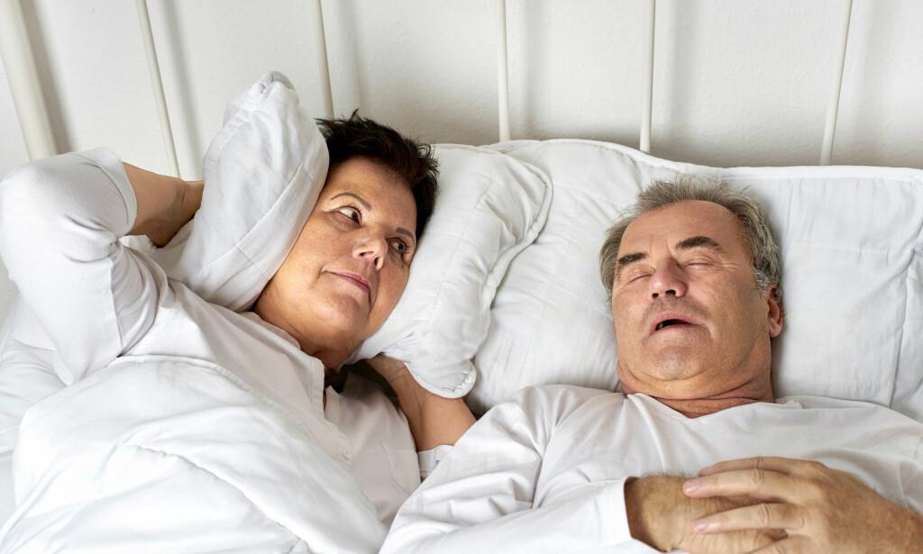 SOVER DÅRLIG: Snorking gir ikke bare dårlig søvnkvalitet både for den som snorker og de rundt, det øker også risikoen for sykdom. Foto: NTB Scanpix.