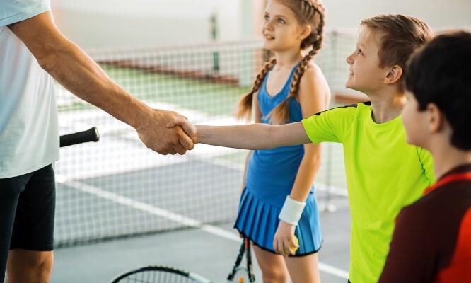 FORELDRENE MÅ TA ANSVAR: – Jeg tror det er viktig at foreldre er bevisste på å lære bort høflighet allerede fra barna begynner å gå og snakke, gjennom å være gode rollemodeller og sette krav til barna sine, sier eksperten. FOTO: NTB Scanpix