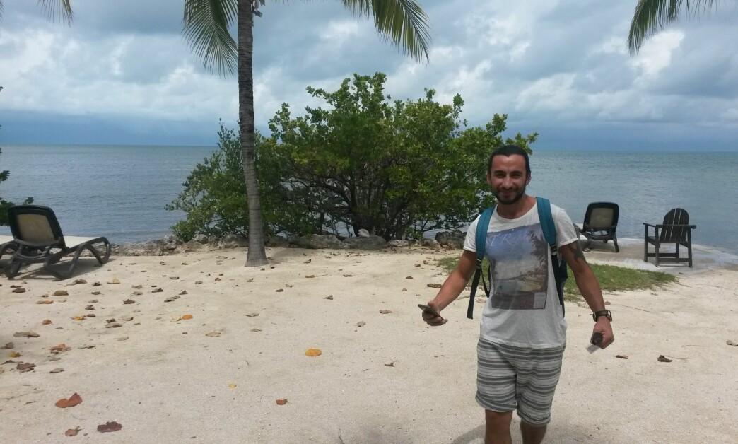 <strong>SOLSKINNSSTATEN:</strong> Hoshiar er veldig glad i å ta med seg seg familien til Florida i USA, her med utsikt over havet. Foto: PRIVAT
