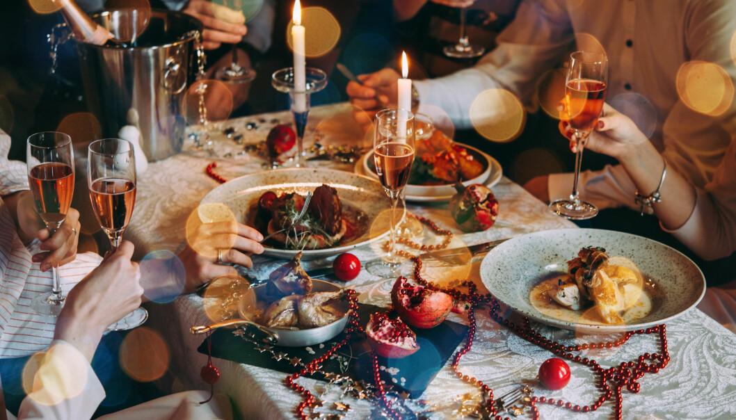 <strong>ALKOHOL:</strong> I julen blir det for noen mer alkohol enn vanlig, noe som kan gi både halsbrann og ha negativ effekt på hjertet. FOTO: NTB Scanpix