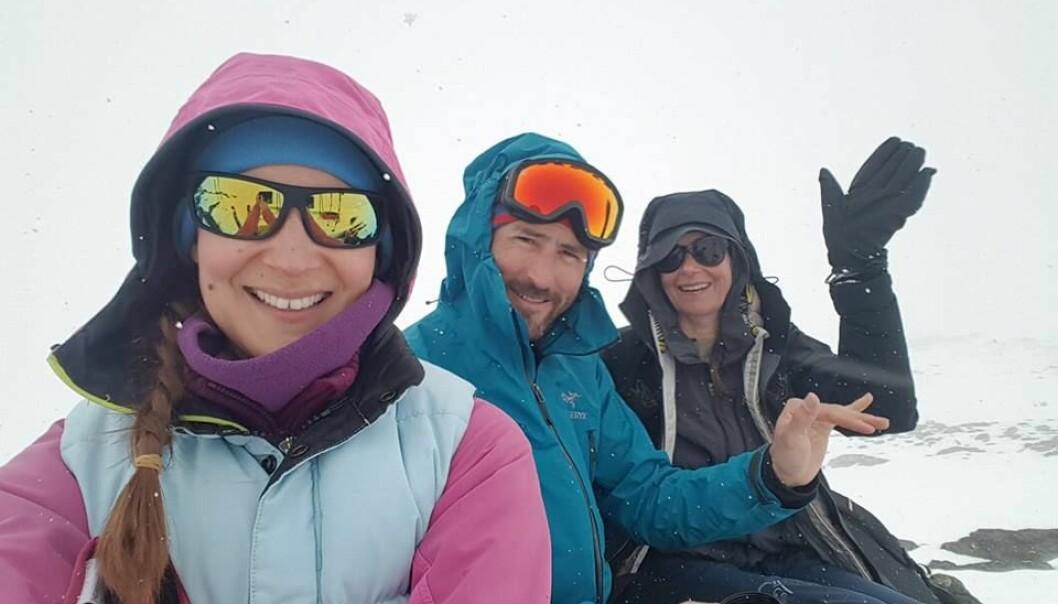 NYE VENNER: Brita sammen de nye vennene Samuel og Irene som senere kom på besøk til henne i Norge. FOTO: Privat