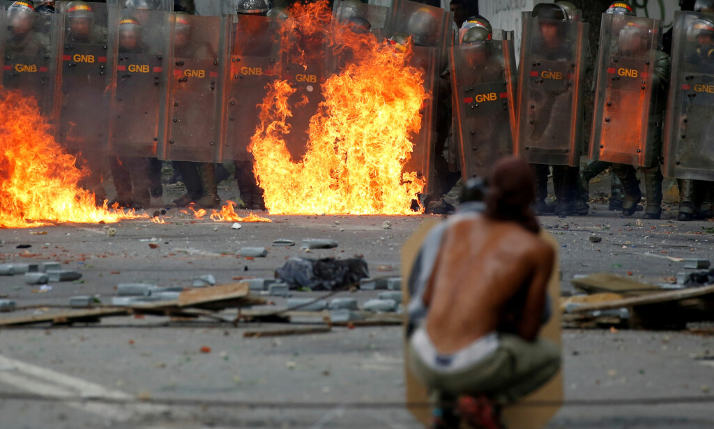 VERDENS FARGLIGSTE BY: Den venezuelanske hovedstaden Caracas topper verdens drapsstatistikk. Daglig rapporteres det om drap, ran og kidnappinger. Myndighetenes sikkerhetsstyrker beskyldes for å stå for en betydelig andel. Foto: Reuters / NTB Scanpix.