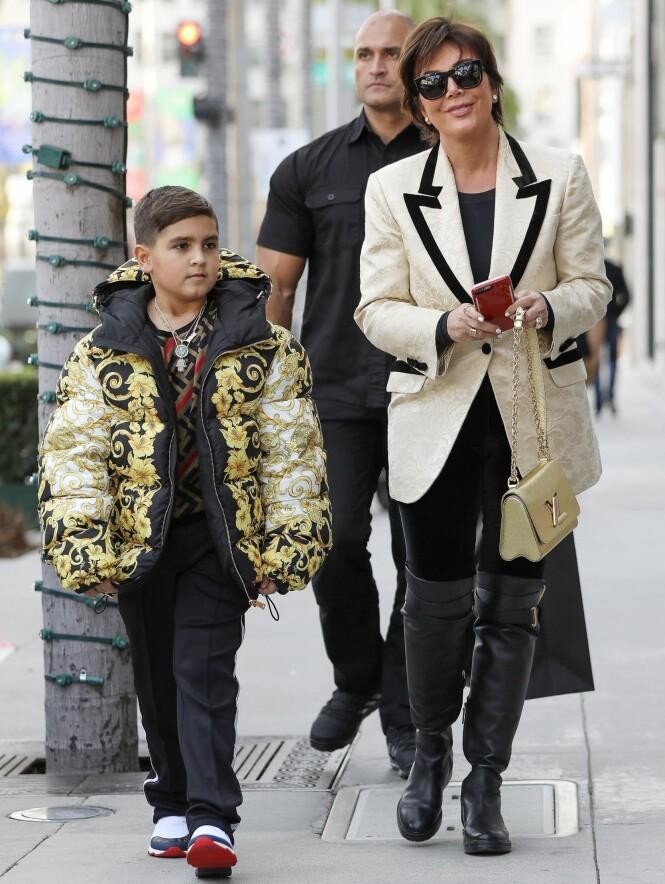 SVINDYR LIVSSTIL: Kris Jenner kjøpte like så greit en Versace-jakke til 27 000 kroner til Mason denne uken. Foto: NTB Scanpix