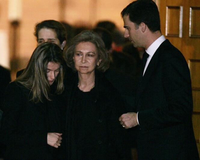 MISTET SØSTEREN: Letizia, Sofia og Felipe i Erikas begravelse i 2007. Foto: NTB Scanpix