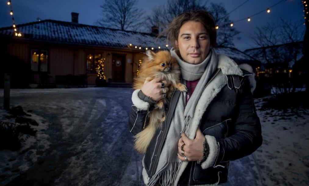 UTEN PAPPA: - Han var min beste venn og bauta, sier Erlend Elias om faren som han mistet tidligere i år. Julefeiringen i år blir helt annerledes for TV-profilen og familien. Foto: Bjørn Langsem / Dagbladet