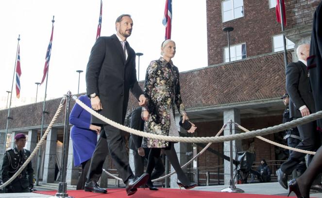 2017: Under Nobel fredspris i fjor brukte Mette-Marit den samme kåpen som hun brukte i dag under julegudstjenesten. Foto: NTB Scanpix