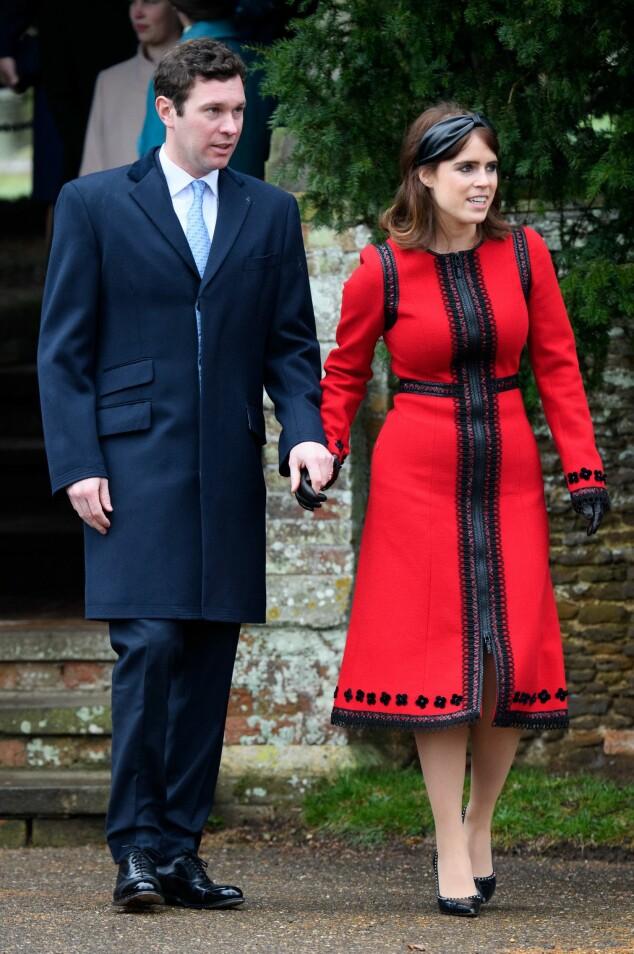 HÅND I HÅND: En rekke andre medlemmer av det britiske kongehuset dukket opp til gudstjenesten. Her er prinsesse Eugenie fotografert med ektemannen Jack Brooksbank. Foto: NTB scanpix