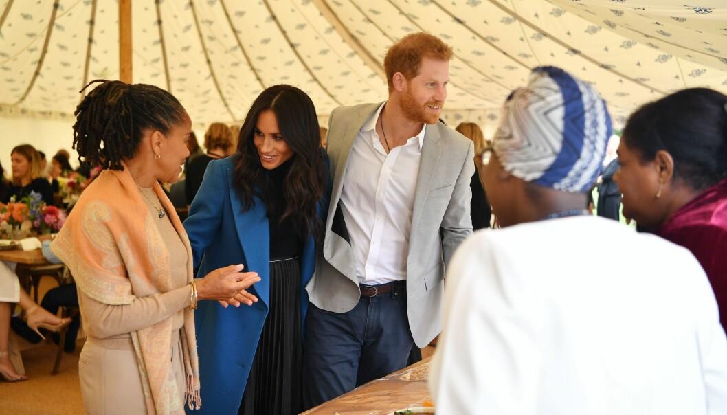 NY TRADISJON: I år ble moren til Meghan Markle, Doria Ragland, angivelig invitert til å feire julaften med den britiske kongefamilien. Foto: NTB Scanpix