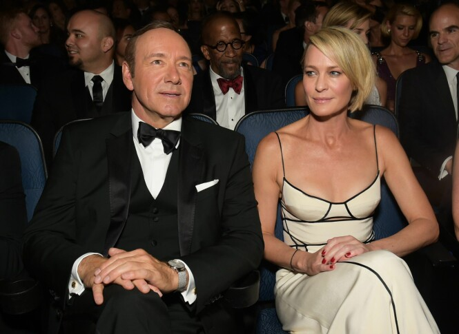 SPARKET: Kevin Spacey ble som følge av anklagene om seksuell trakassering sparket fra «House of Cards». I den sjette sesongen, som blir lansert i løpet av 2018, er det Robin Wright (t.h.) som har tatt over hovedrollen. Foto: NTB scanpix