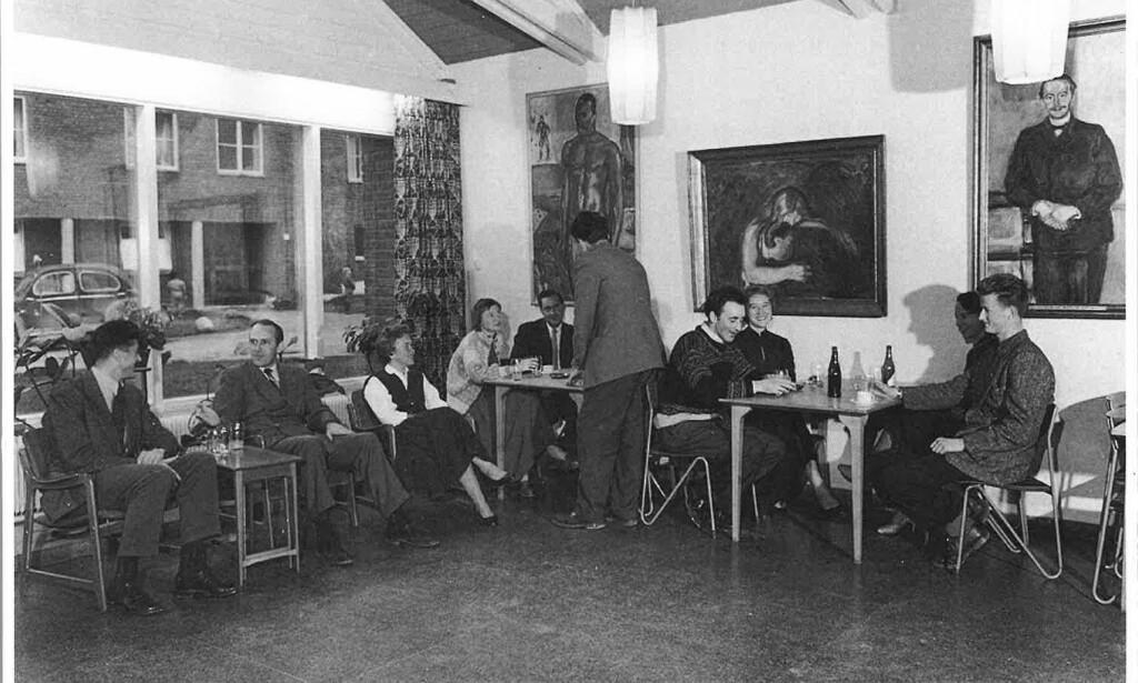 KUNST HOS STUDENTENE: Studentene som bodde på Sogn Studentby på 50, 60 og 70-tallet hadde verdifulle kunstverk fra Stenersensamlingen på rommene sine, i gangene og i studentrestauranten. Foto: Studentsamskipnaden i Oslo.
