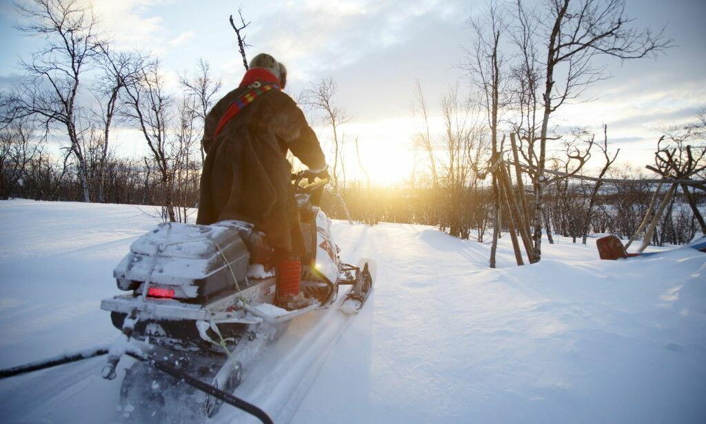 BARE FØRER SELV BLE SKADD: Derfor hadde snøscooter-kjøreren på Finnmarksvidda ikke grunn til å tro at politiet ville etterforske. Og dermed ble han ikke dømt for å ha drukket en halv flaske brennevin etter ulykken. Illustrasjonsfoto: Heiko Junge / NTB Scanpix