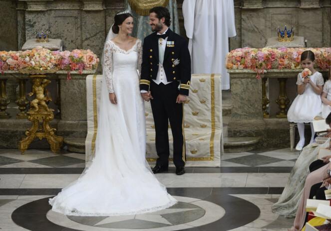 HEMMELIG: Som alltid før et kongelig bryllup, var det flere spekulasjoner på kjolen i forkant. Sofia fikk masse skryt for Ida Sjöstedt-kreasjonen da den ble avduket sommeren 2015. Foto: NTB scanpix