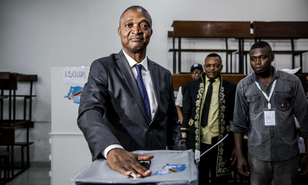 TRUET FAVORITT: Ifølge en fersk valgundersøkelse kan ikke president Joseph Kabilas håndplukkede favorittkandidat Emmanuel Ramazani Shadary (bildet) ta det for gitt at han faktisk vil bli valgt til Kabilas etterfølger. Foto: NTB Scanpix/Luis Tato/AFP