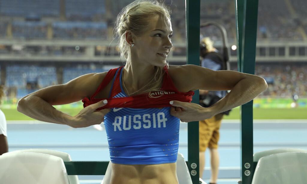 SVIKTET HELTEN SIN: Som den eneste russeren som fikk være med i friidrett under sist OL er lengdehopperen Darja Klishina er blitt symbolet på den utestengte russiske idretten. Nå blir hun sviktet av sine egne ledere som i natt brøt avtalen med Verdens Antidopingbyrå (WADA). FOTO: AP/Matt Dunham)