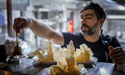 ANDRE BOLLER: En av mange retter som serveres er blekksprutboller - takoyaki, som det heter i Japan.