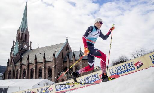 LØSER OPP: Johannes Høsflot Klæbo benytter omtrent alle oppoverbakker til sin særegne løpestil. Foto: Bjørn Langsem