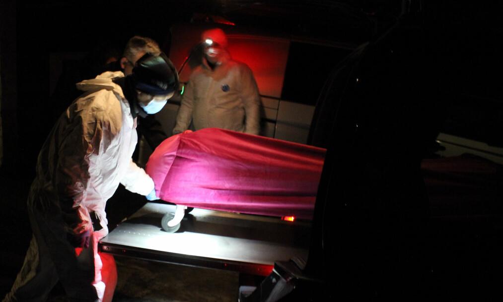 <strong>ETTERFORSKER:</strong> Politiet rykket onsdag ettermiddag ut etter melding om funn av en død person i Moss. Dødsfallet etterforskes som mistenkelig. Foto: Glenn Johansson / Tipser.no
