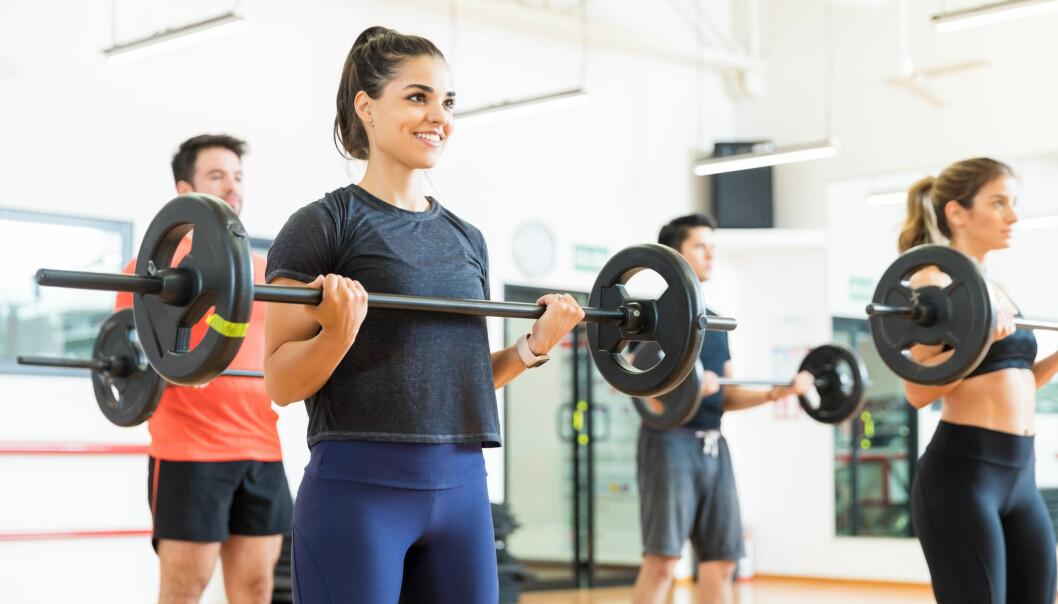 BODYPUMP: Bodypump er en populær treningsform som i hovedsak trener utholdenheten, ifølge to personlige trenere. FOTO: NTB Scanpix