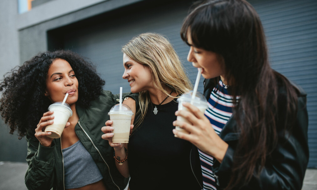 KALD DRIKKE: Brain freeze, eller hjernefrys, oppstår ofte når vi drikker eller spiser noe kaldt. FOTO: NTB Scanpix