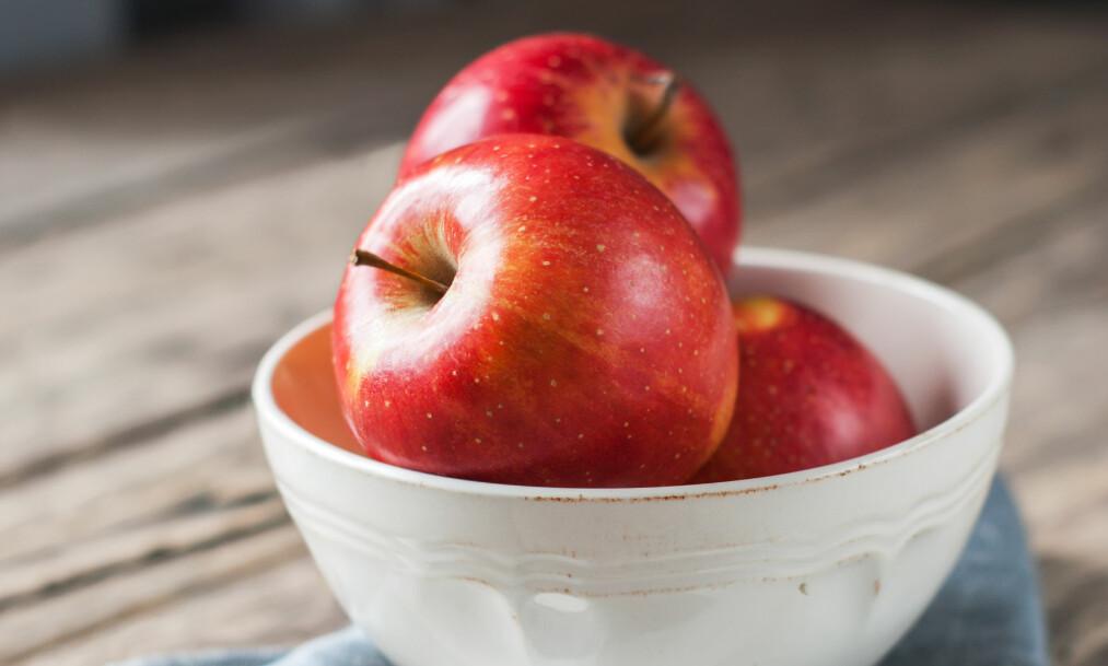 KJØLESKAP ELLER KJØKKENBENK: Det varierer hvor frukten vil holde seg best! FOTO: NTB Scanpix