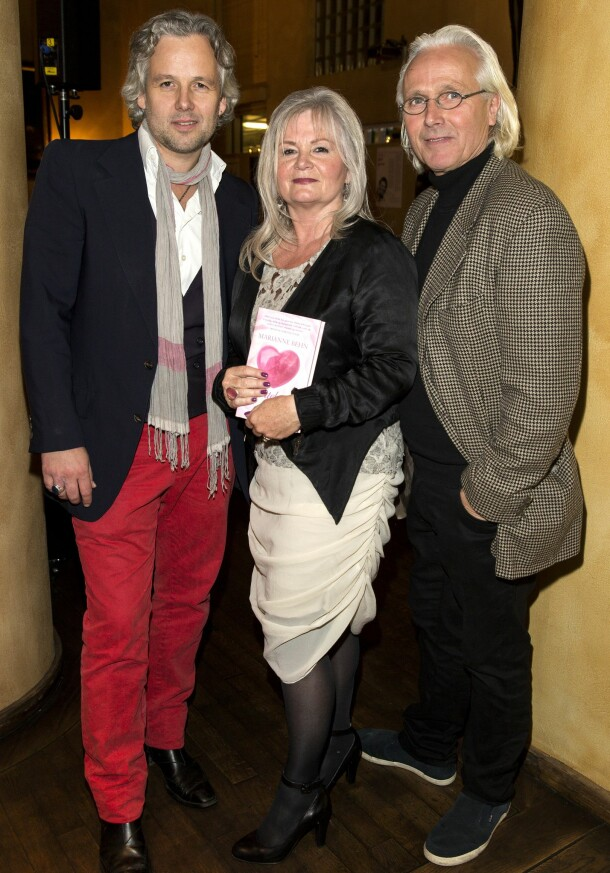 MED FORELDRENE: Ari Behn sammen med foreldrene Marianne og Olav på boklansering for moren. Foto: Andreas Fadum/ Se og Hør