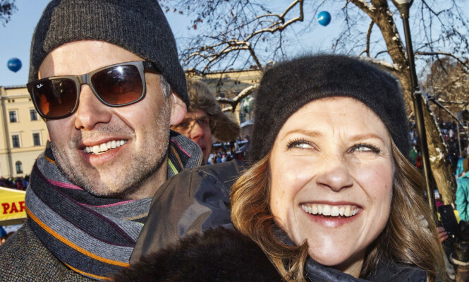STERKE BÅND: Her feirer Märtha og Ari kongeparets 25-årsjubileum som regenter, et halvt år før skilsmissen. Nå tilbringer de igjen mye tid sammen. Foto: NTB scanpix