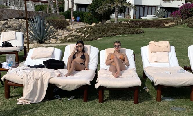 MODERNE FAMILIE: Rett før jul dro Sofia Richie, Kourtney Kardashian og Scott Disick på ferie til Mexico sammen med de to sistnevntes barn. Foto: NTB Scanpix