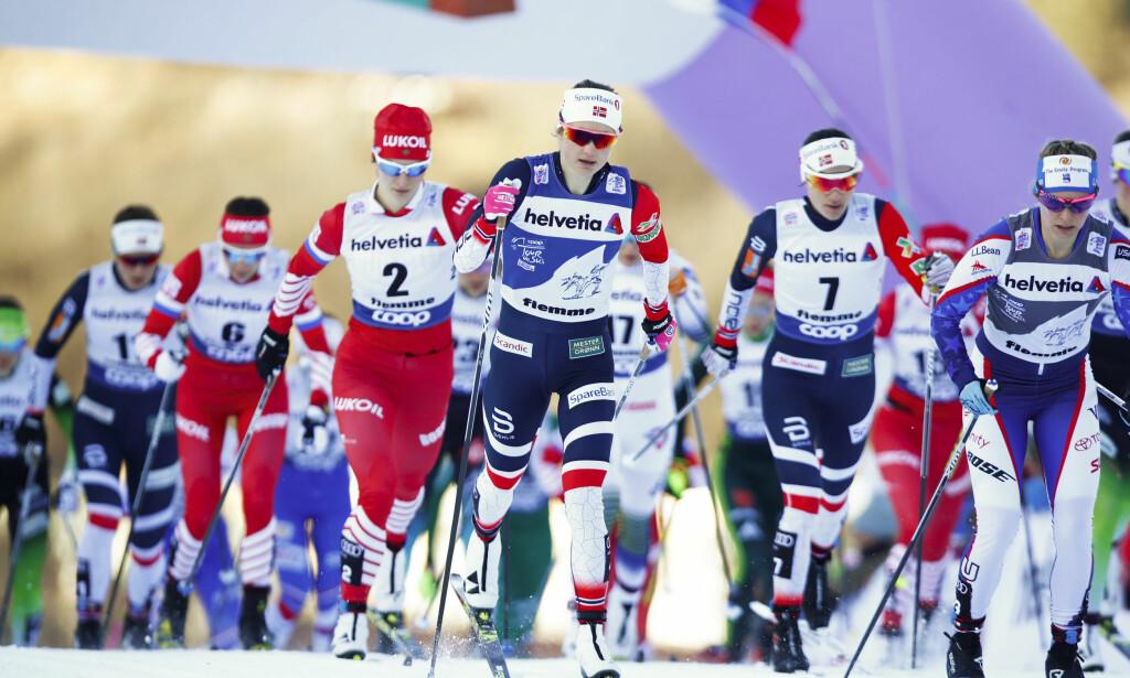 FØLTE SEG PIGG: Heidi Weng (nummer sju) hang lenge på vinneren Ingvild Flugstad Østberg, men gikk på en smell etter fem kilometer. Foto: Terje Pedersen / NTB scanpix