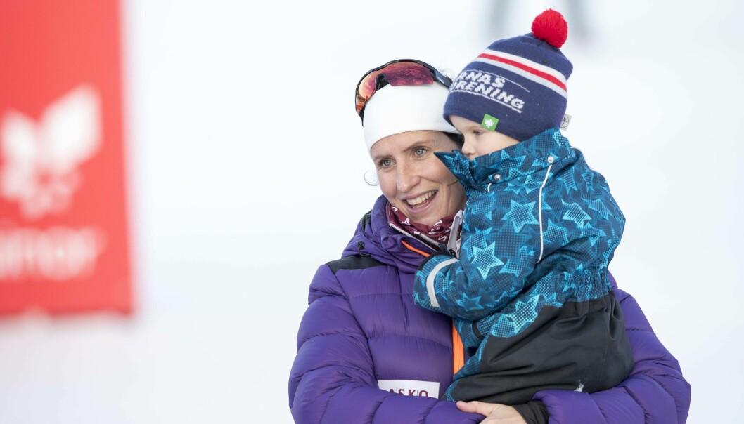 MAMMAS GULL: Lille Marius blir snart storebror. Det ser Marit Bjørgen frem til. Foto: NTB Scanpix