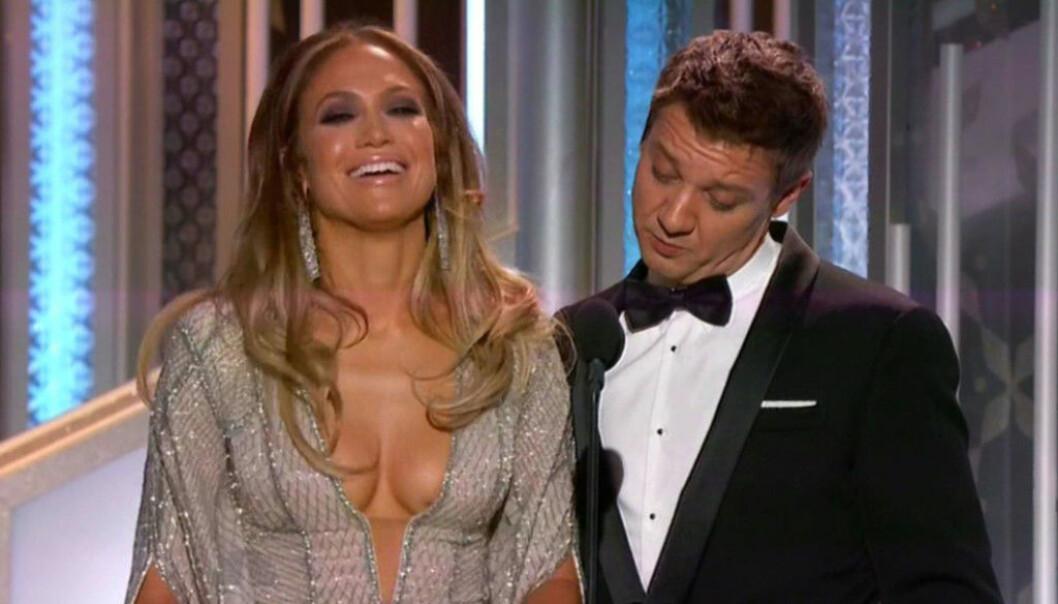 <strong>STIRRET:</strong> Jeremy Renner hadde problemer med å flytte blikket fra Jennifer Lopez. Foto: NTB Scanpix