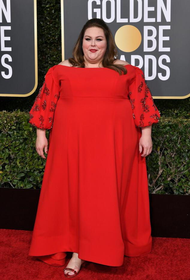 RØDT: Chrissy Metz strålte i en rød, fotsid kjole. Foto: NTB Scanpix