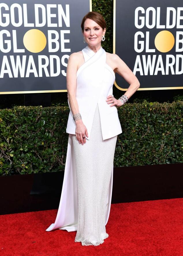 VAKKER: Julianne Moore strålte i hvitt på den røde løperen natt til mandag. Foto: NTB Scanpix