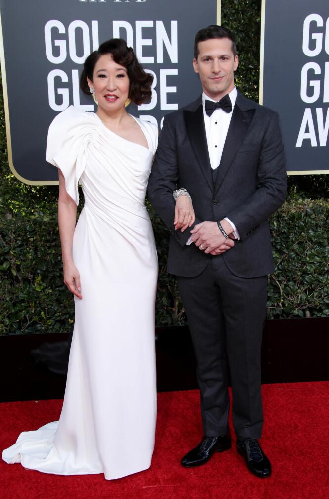 PROGRAMLEDERE: Sandra Oh og Andy Samberg er årets programledere for Golden Globe. Her sammen på den røde løperen. Foto: NTB Scanpix