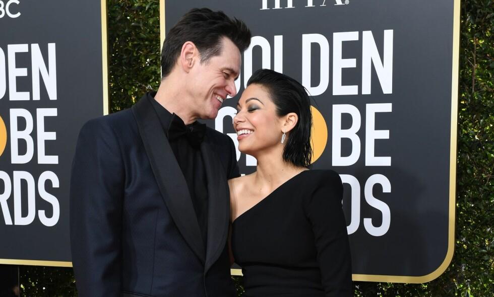 KJÆRESTER: Skuespillerstjernen Jim Carrey tok med kjæresten Ginger Gonzaga på den store Golden Globe-utdelingen natt til mandag. Foto: NTB Scanpix