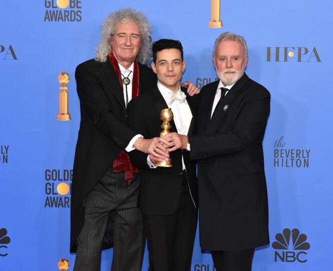 VANT: Både skuespiller Rami Malek og filmen «Bohemian Rhapsody» tok hjem en pris i natt. Her er Malek sammen med Queen-medlemmene Roger Taylor (t.h.) og Brian May (t.v.) på søndagens Golden Globe-utdeling. Foto: NTB scanpix