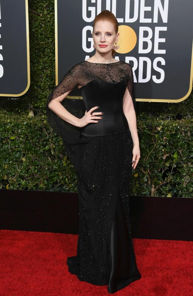 DRAMATISK: Jessica Chastain gikk for et gotisk-inspirert antrekk med korsett og perlebrodert cape. Foto: NTB scanpix
