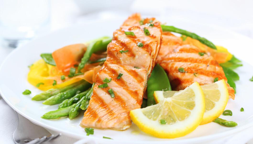 SENTRALT: Frukt og grønnsaker er sentralt i middelavsdietten. Fersk, frossen, hermetisert eller tørket. Minst fem porsjoner hver dag - mer hvis du kan, og helst et bredt utvalg. Dette er matvarer rike på essensielle næringsstoffer som har lavt kalorinivå. FOTO: NTB Scanpix