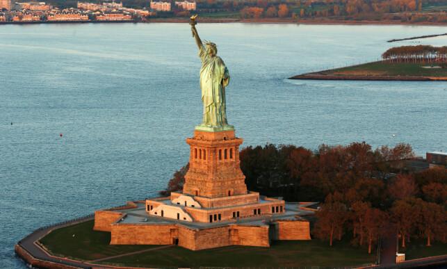 KAN RAMMES: Forskere mener at Frihetsgudinnen i USA i større grad kan bli rammet av flom og stormskader på grunn av klimaendringer i framtida. Foto: Lucas Jackson / Reuters / NTB Scanpix
